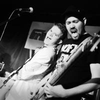 """Veranstaltungsreihe """"Das grüne Foyer"""" der Grünen Mafia Leipzig Nummer III: Fun-Ska-Punk & Rock 'n Roll Donnerstag 10. Februar 2001 Leipzig, Theaterfabrik  Live Musik mit den Bands: Sunfitz Abschlach Kommando Die EKLA-TANTE  Im Foto: Sunfitz"""