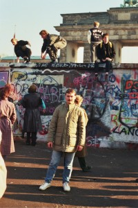 am Morgen des 10. November 1989 vor dem Brandenburger Tor