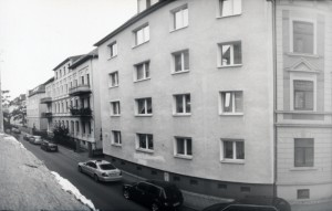 LOchkamera Bild einer Hausfassade